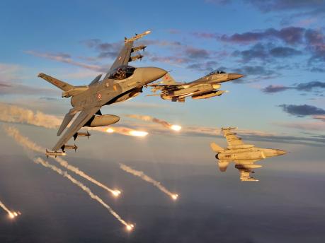 Turkey F-16 Fighting Falcon Using Flares (2)